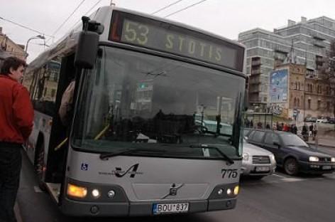 Į sostinės autobusus bei troleibusus – pro priekines duris