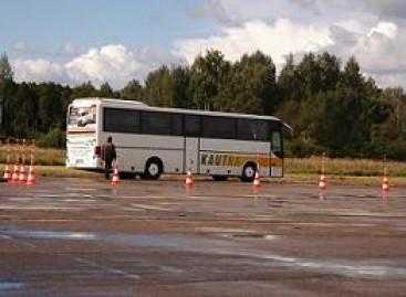 """""""Linavos"""" vairuotojų meistriškumo varžybose – moterų komanda"""