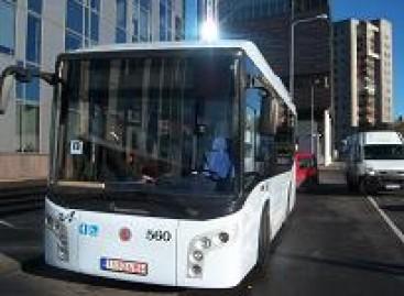 """Nauji autobusai """"auklėja"""" keleivius"""