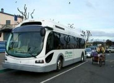 """Pirmasis """"Proterra"""" elektrinis autobusas išriedėjo iš gamyklos"""