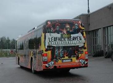 Plėšikas išdalijo pinigus autobuso keleiviams