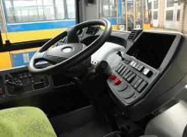 Įsiutęs autobuso vairuotojas sutraiškė septynis keleivius