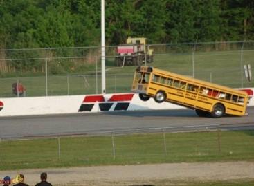 Autobusai – lenktynių trasose