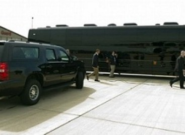 JAV prezidentas Obama keliauja po šalį šarvuotu autobusu