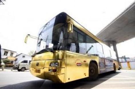 Auksinė reklama – autobusas iš aukso