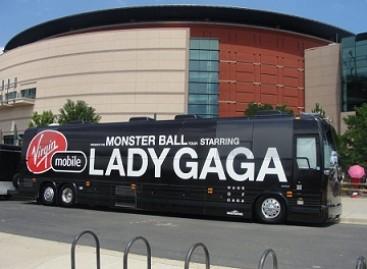 Lady Gaga į koncertinius turus važiuoja autobusu
