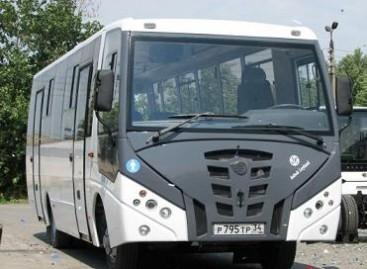"""""""Ashok Leyland"""" ir """"Volžanin"""" pristatė vidutinės klasės autobusą"""