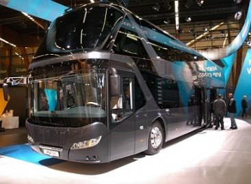 """""""Busworld"""" parodoje """"Neoplan"""" pristatė dviaukštį """"Skyliner"""""""