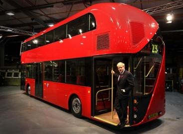 """Naująjį """"Routmaster"""" išbandė Londono meras"""