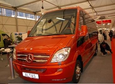 """Mercedes-Benz""  siūlo penkias unikalias saugumo sistemas"