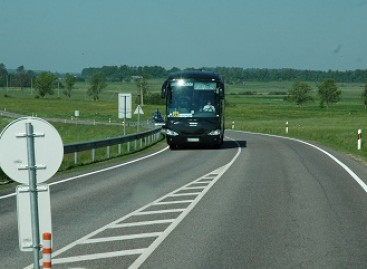 Susisiekimo ministerija nepritaria siūlymui atleisti autobusų savininkus nuo kelių mokesčio