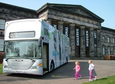 Autobusas – meno galerija ant ratų
