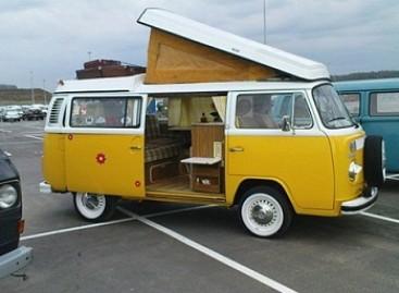 Į Europą grįžo legendinis hipių Volkswagen Transporter T2
