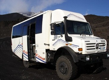 Mercedes-Benz pristatė autobusą traktorių