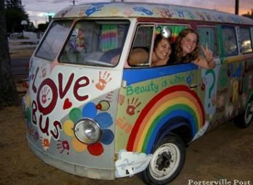 "Miestų gatvėse  – ""Meilės autobusai"""