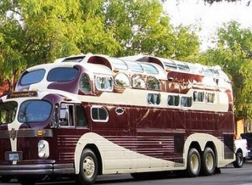 Ar kada nors matėte triaukštį autobusą?