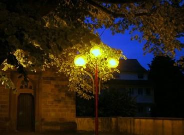Atsargiai: tamsoje – pėsčiasis