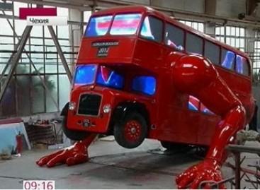 Autobusas išmoko daryti atsispaudimus (video)