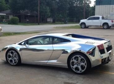 Kas lieka iš prabangaus Lamborghini po avarijos greitkelyje?