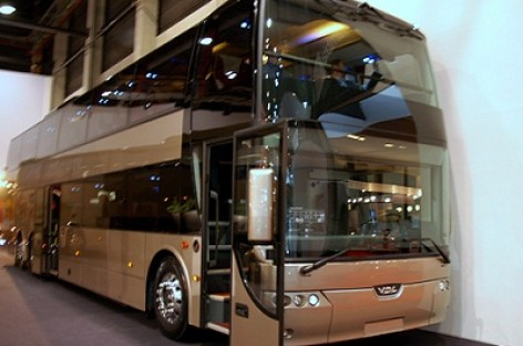 Rusija planuoja rinkti muito mokestį už įvežamus turistinius autobusus