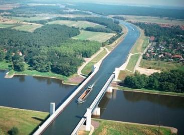 Įžymiausi pasaulio vandens tiltai