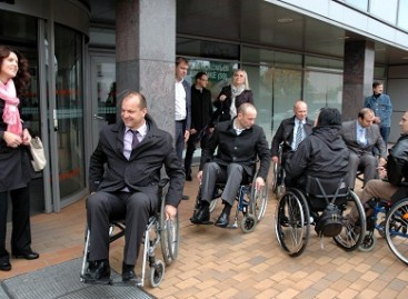 Pabuvojo neįgaliųjų kailyje
