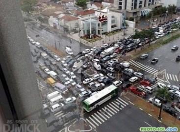 Įspūdingos automobilių spūstys