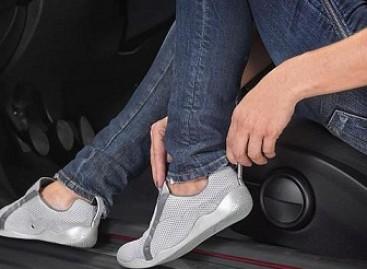 Moterims – specialūs batai automobiliui vairuoti