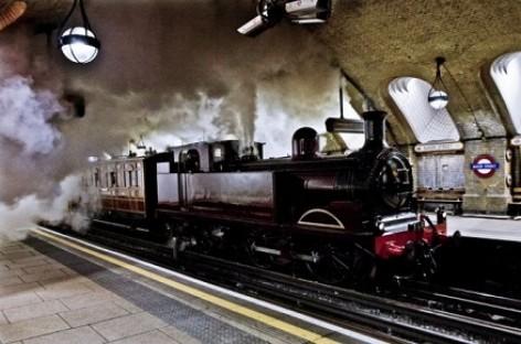 Į Londono metro sugrįžo garvežys