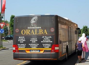 Iš Neapolio gatvių traukiasi autobusai
