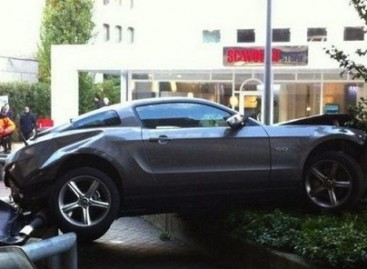 Kas nutiko automobiliui, nukritusiam iš penkioliktojo garažo aukšto?