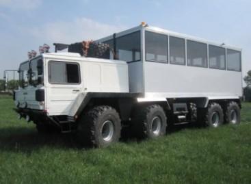 """MAN 40.400 8×8″ – visureigis autobusas"