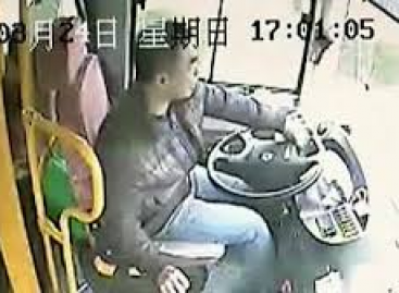 Kinietis autobuso vairuotojas pademonstravo neįtikėtiną šaltakraujiškumą (video)