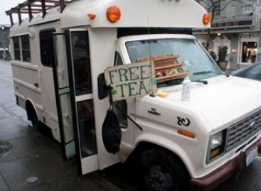 Autobuso vairuotojas nemokamai vaišina arbata (video)