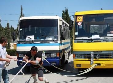 Stipruolis tempė išsyk du autobusus
