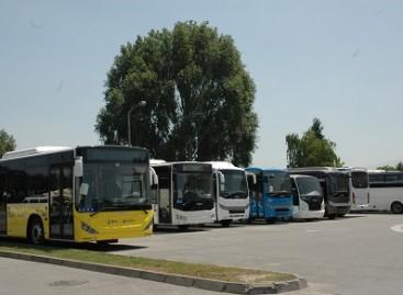 Autobusai, gimstantys tankų kaimynystėje
