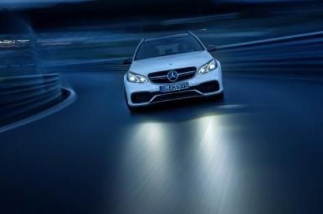 """""""Mercedes-Benz"""" E klasėje – nauji saugumo standartai"""