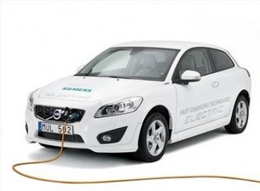 """""""Volvo"""" sukūrė greitojo įkrovimo sistemą elektriniams automobiliams"""