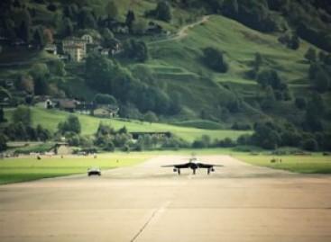 """Nissan GT-R"" – prieš lėktuvą (video)"