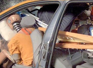 Bagažinėje nepritvirtinti kroviniai – grėsmė vairuotojui bei keleiviams