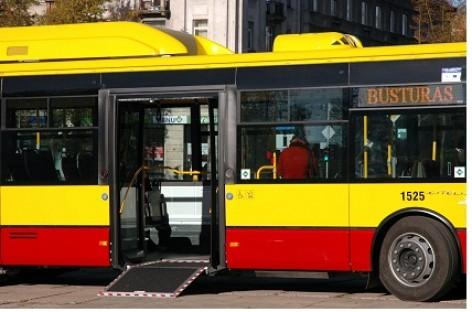 Šiauliečiai į miesto transportą lipa pro priekines duris