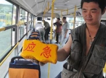 Kiniečių autobusuose – avarinės plytos