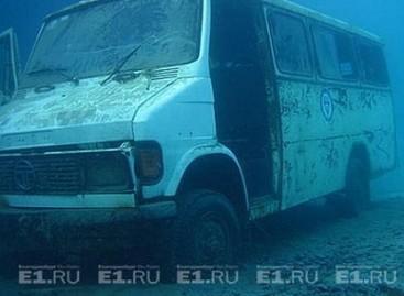 Siūloma pirkti nuskendusį mikroautobusą
