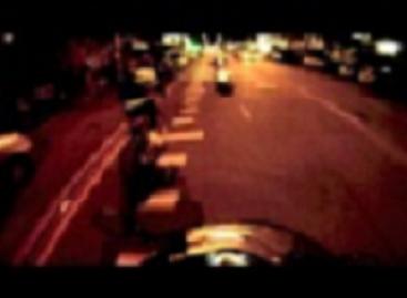 Nepakilęs į orą fejeverkas sprogsta po autobusu (video)