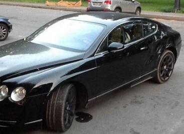 """Kerštas netinkamai automobilį pasistačiusiam """"Bentley"""" savininkui"""