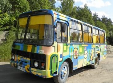 """Mažeikiuose keleivius veža """"Linksmasis autobusas"""""""