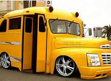 Napaprastas paprastų studentų autobusas