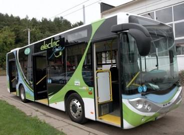 Į sostinę atvyko pirmasis lietuviškas elektrinis autobusas