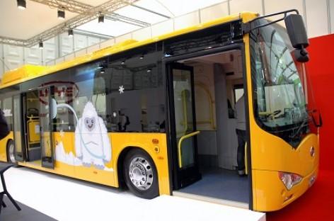 Pekino gatvėse – didžiausias pasaulyje elektrinis autobusas