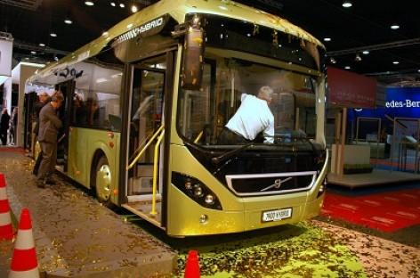 """""""Busworld Europe"""" parodoje """"Volvo"""" pristatys hibridinį autobusą"""